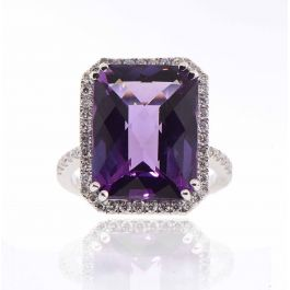 10+ carat Amethyst Ring with 0.60 carat Diamonds and 5.70gr. 18K Gold